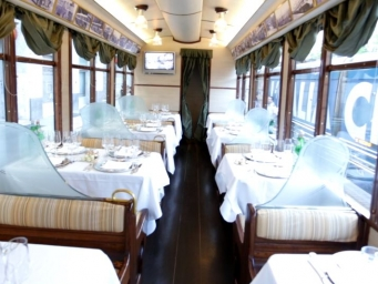 Smart Eventi organised for Tchibo's team an unique dinner aboard a tram dating back to 800'