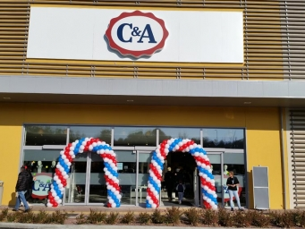 Street marketing to promote a new store C&A in castelletto Ticino