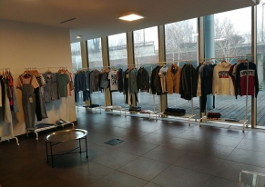We designed this meeting with Levi's managers in order to present the new spring summer 2018 collection, with a catering after the meeting