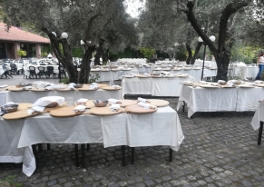 We've organized a team cooking for our customer Maria DB Foundation in an amazing rural location outside Rome.